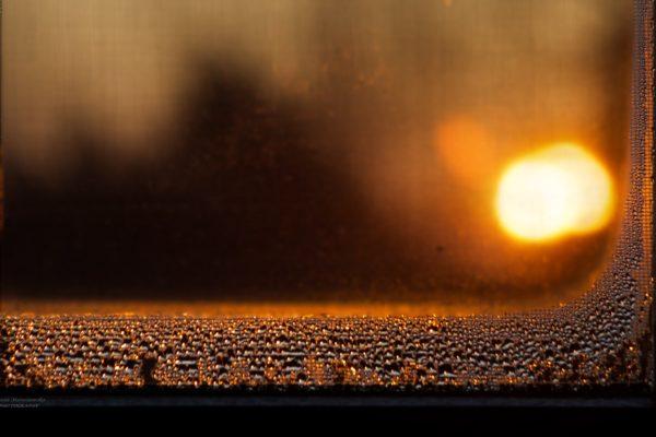 IMG_2733 krople na szybie i słońce