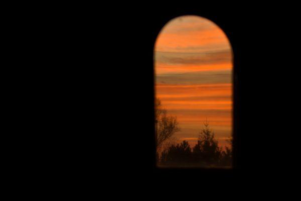 IMG_9672 zachód w okienku